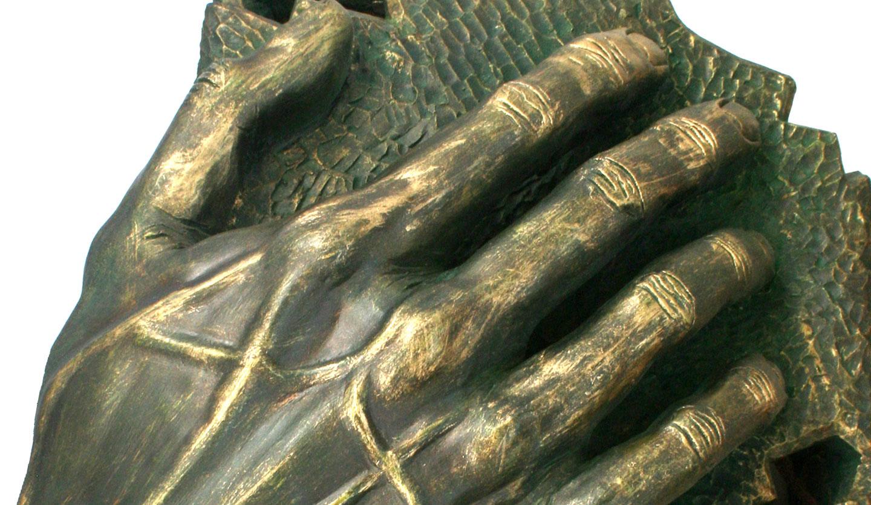 Alcanzando I (Chamota esmaltada en bronce)