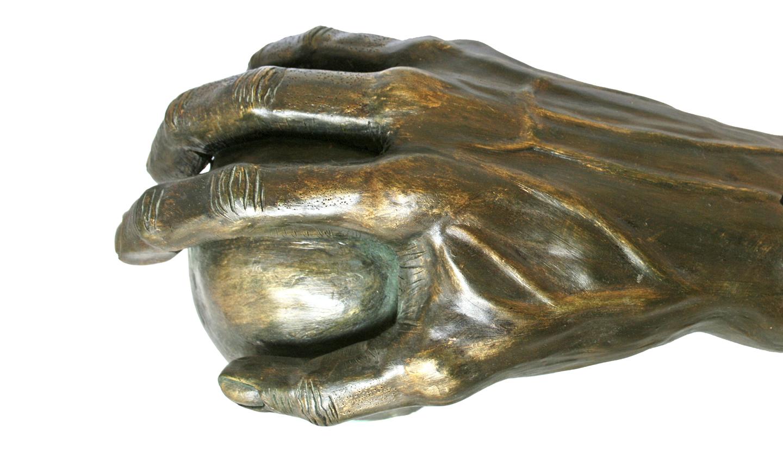 Si mis dedos pudieran alcanzar la luna (Chamota esmaltada en bronce)