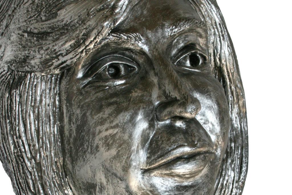 Retrato de Angelines Villarroya (Chamota esmaltada en plata)
